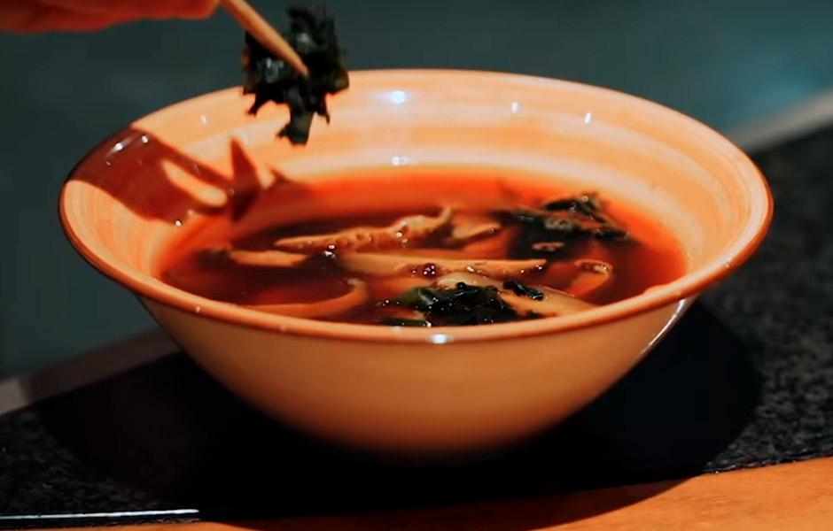 Готуємо з Дмитром Борисовим: місо-суп з морепродуктами (ВІДЕО)